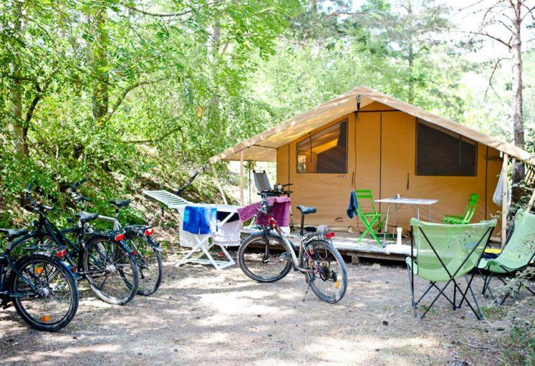 camping-huttopia-gorges-du-verdon-bikes-tent